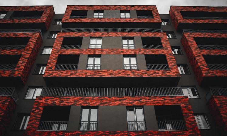Sztuka w mieszkaniowym wydaniu. Sprawdź propozycje architektów dla nowoczesnych osiedli